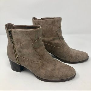 A2 by Aerosoles Homeroom Ankle Boots in Brown S3